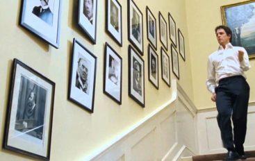 "Okupila se ekipa filma ""Love Actually"" – Hugh Grant ponovno zaplesao stepenicama"