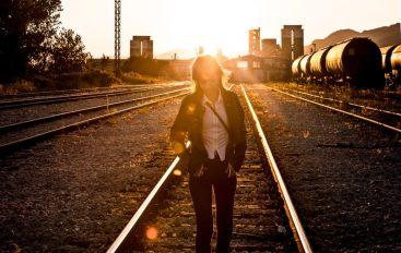 """Billie Joan predstavila """"kontroverzni"""" spot za pjesmu """"Barren Land"""""""