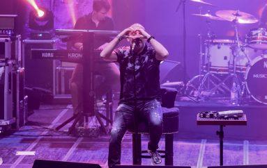 Novi i drugačiji Toni Cetinski u kolovozu na koncertu u Šibeniku