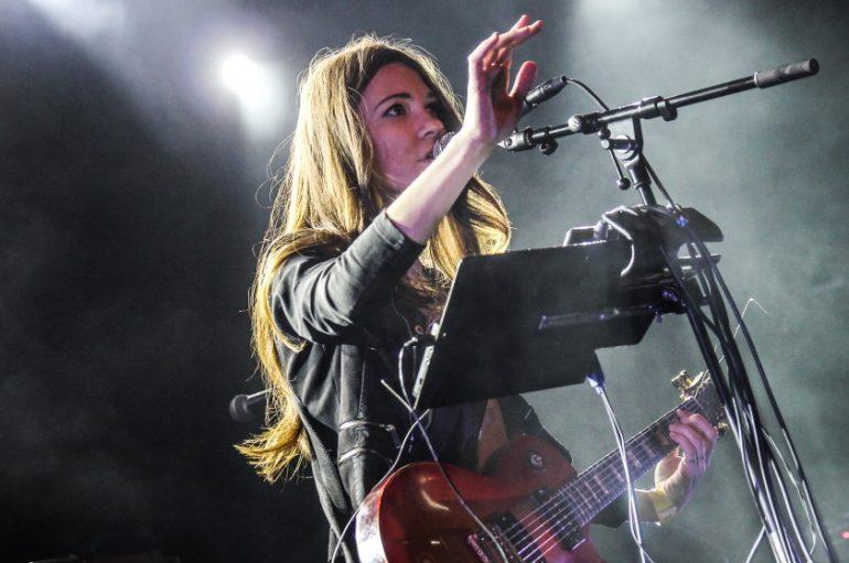 Sara Renar na humanitarnom koncertu u Starom Petrovom Selu pokraj Nove Gradiške