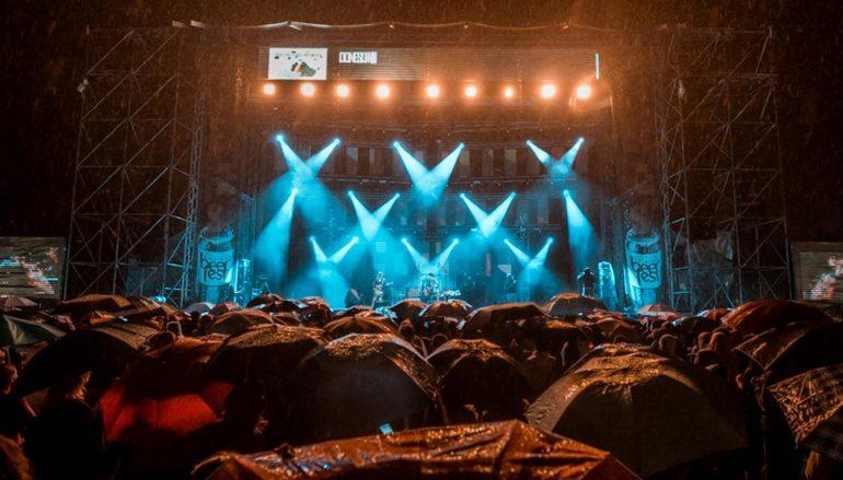IZVJEŠĆE/FOTO: Zadnju, kišnu, večer Belgrade Beer Festa obilježila noć Plavog orkestra s gostima