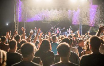 IZVJEŠĆE/FOTO: Let 3 svojim nastupom razbili veliko nevrijeme na PickUp Music Festivalu