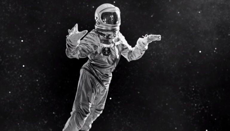 """Dave Gahan kao astronaut u novom spotu Depeche Mode-a za """"Cover Me"""""""
