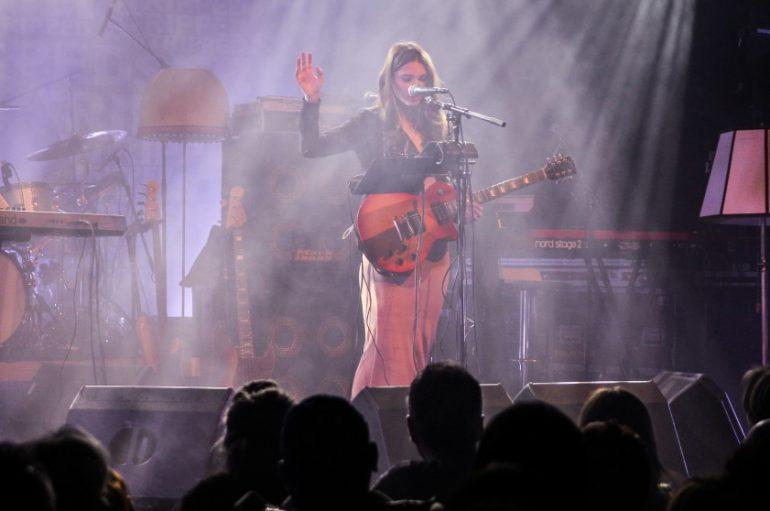 Sara Renar krajem godine na mini turneji po Francuskoj