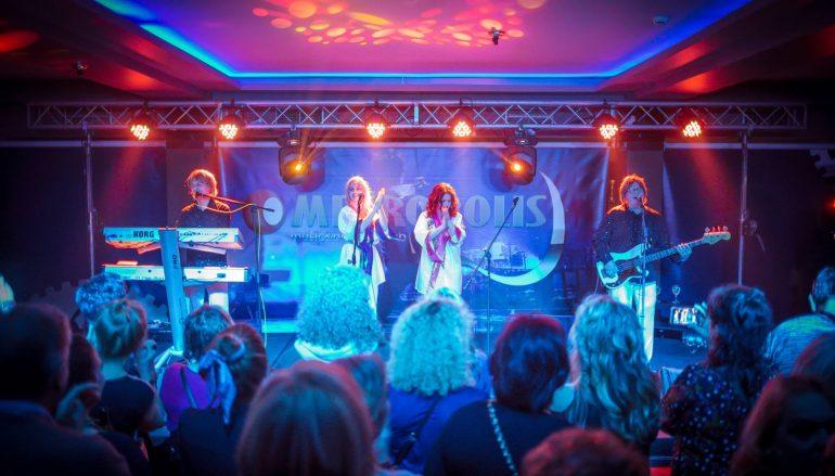 IZVJEŠĆE/FOTO: Autentična izvedba hitova grupe Abba oduševila rasprodan Metropolis