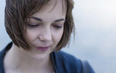 """Kantautorica iz Zrenjanina, Ana Avramov, singlom """"Autumn Thrills"""" najavila EP prvijenac"""