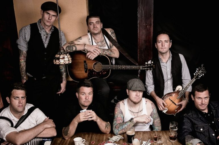 "Dropkick Murphys za novi album obradili klasik ""You'll Never Walk Alone"""