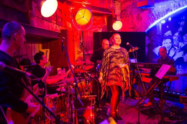 Daria Hodnik mini koncertom u Peperu promovirala novi spot