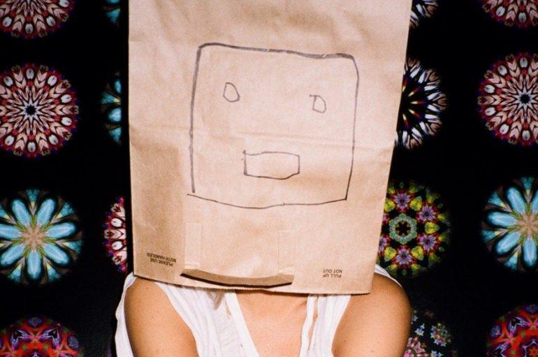 Samo nekoliko tjedana nakon podnošenja zahtjeva za razvod Sia objavila novi singl!