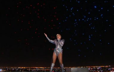 Kakav spektakl na poluvremenu 51. Super Bowla – pogledajte nastup Lady Gage!