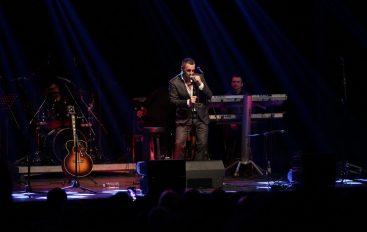 Sandi Cenov emotivnim koncertom u rasprodanoj Gavelli proslavio 25 godina karijere!