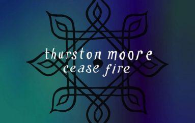 "Osnivač, pjevač i gitarist Sonic Youtha predstavio novi singl ""Cease Fire""."