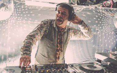 """Imamo 2×2 upada za nastup Craiga Charlesa, DJ-a i glumca iz legendarne serije """"Crveni patuljak"""""""