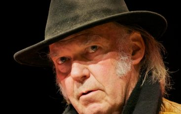 RECENZIJA: Neil Young & Promise of the Real – The Visitor
