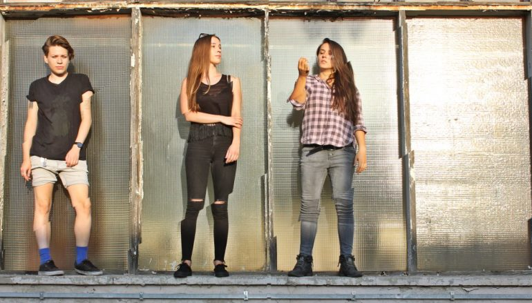 "Tús Nua objavile novi singl i spot ""There's a thin line between everything"""