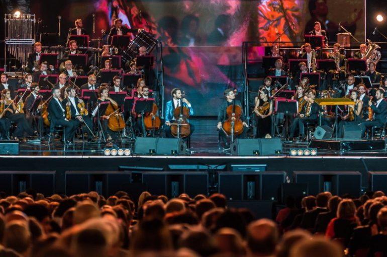 FOTO: 2Cellos sa Zuccherom, Placidom Domingom, Erosom Ramazzottijem….u čast Pavarottiju!
