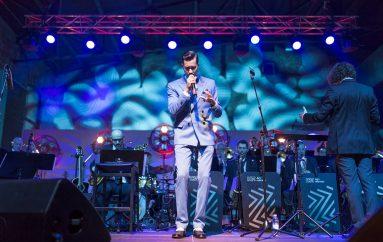 FOTOGALERIJA: Marko Tolja i Jazz orkestar HRT-a rasplesali brojnu publiku u Laubi