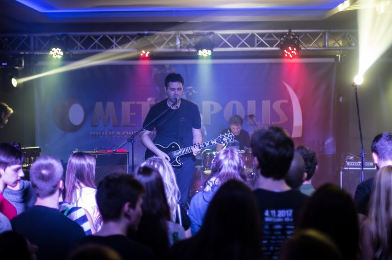 "IZVJEŠĆE/FOTO: EKV official tribute band ""Krug"" rasprodao Metropolis"