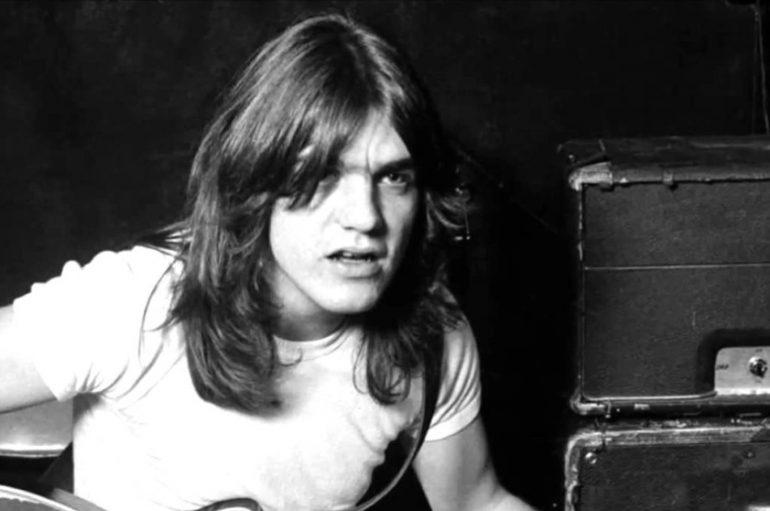 Umro Malcolm Young, bivši ritam gitarist grupe AC/DC!