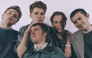 """Post-punk je opet """"in"""" – mladi bend Shame predstavio debi album """"Songs of Praise"""""""