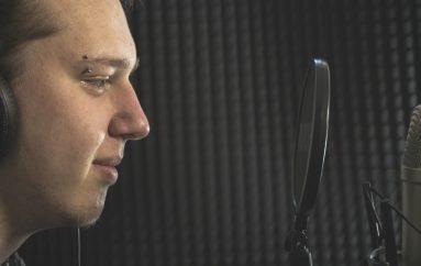 """PREMIJERA: Alen Vlajnić, mladi autor i glazbenik predstavlja prvijenac """"Samo prvi"""""""