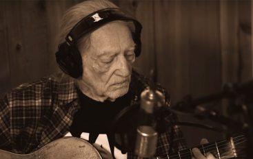 """RECENZIJA: Willie Nelson – """"Last Man Standing"""" – ostati sam ne mora uvijek značiti da je zabava gotova"""