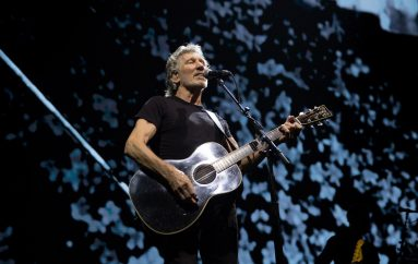 "Roger Waters u izolaciji izveo pjesmu ""Two Suns in the Sunset"" Pink Floyda"
