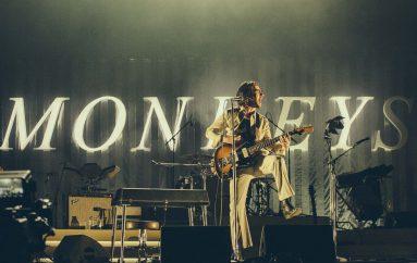 "RECENZIJA: Arctic Monkeys: ""Tranquility Base Hotel & Casino"" – ulazak u IDGAF fazu karijere"