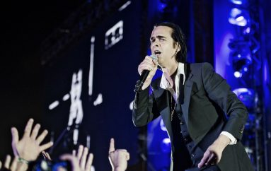 "Nick Cave and the Bad Seeds na YouTubeu objavili cijeli koncertni film ""Distant Sky"""