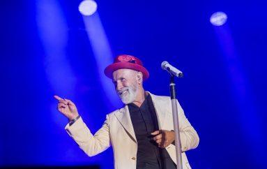 IZVJEŠĆE/FOTO: Dino Merlin u Slavonskom Brodu nastavio veliku turneju pred oko 10 tisuća ljudi