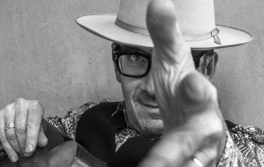 "Elvis Costello i The Imposters predstavili novi studijski album ""Look Now""!"