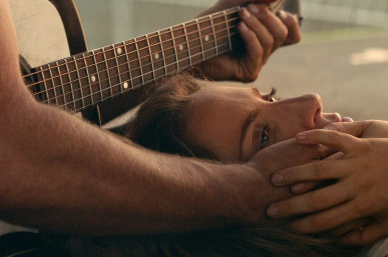 "RECENZIJA: Bradley Cooper: ""A Star Is Born"" – dvanaest tonova do oktave!"