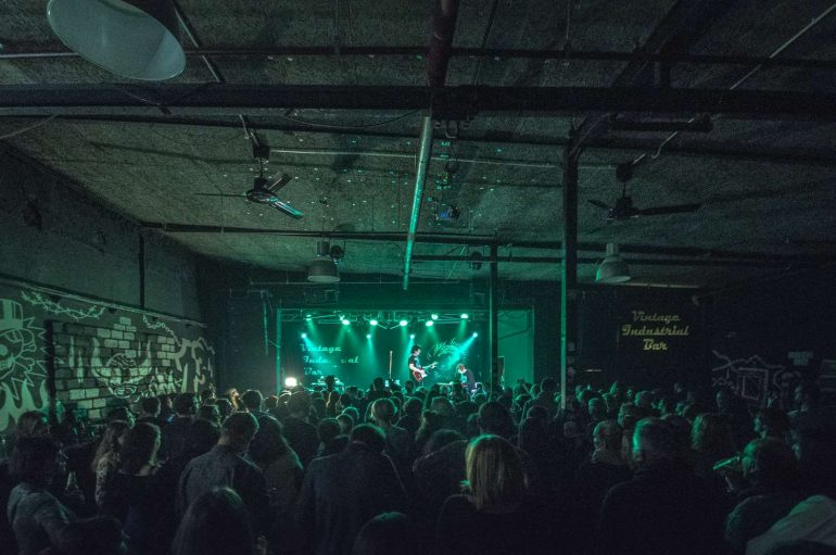 FOTO: Bajaga u Vinatege Industrialu ispred najvećih obožavatelja!