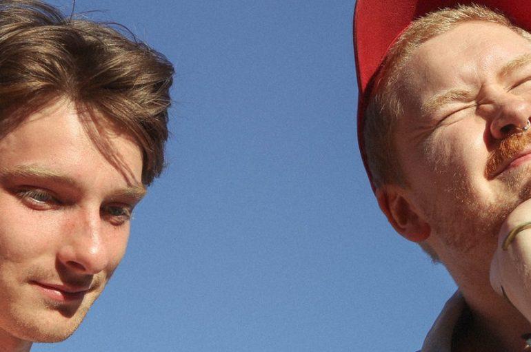 U prometnoj nesreći poginuo mladi liverpoolski indie rock duo Her's