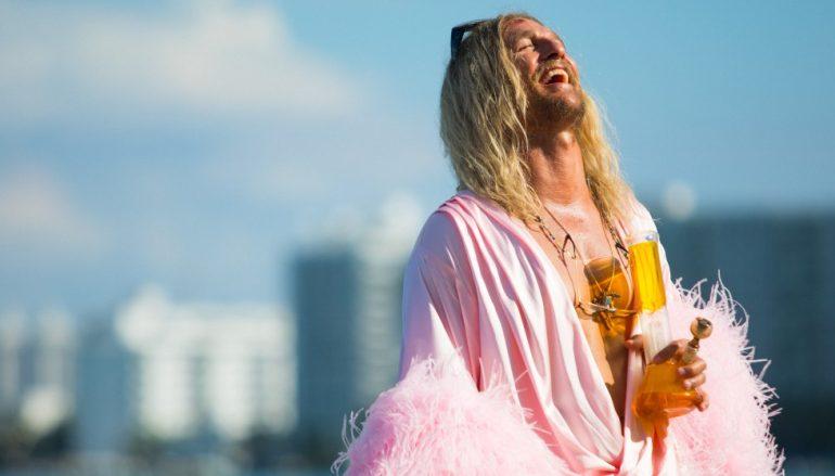 Matthew McConaughey u novoj ulozi uživa u alkoholu i travi!