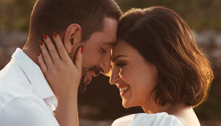 """""""Volim te, volim"""", novim singlom poručuje Nina Badrić"""