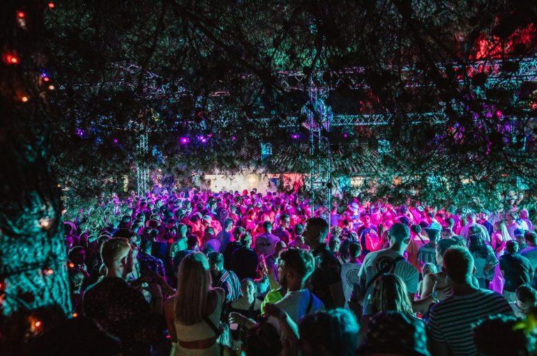 Počela ljetna sezona u The Garden Resortu u Tisnom koja će privući 20 000 posjetitelja