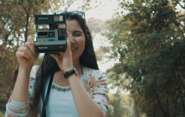 """Dina Rizvić u spotu za novi singl """"Samo ti"""" polaroid fotoaparatom otkriva ljepote Istre"""