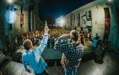 FOTOGALERIJA: Uz zdravicu bananama otvoren 22. Motovun Film Festival