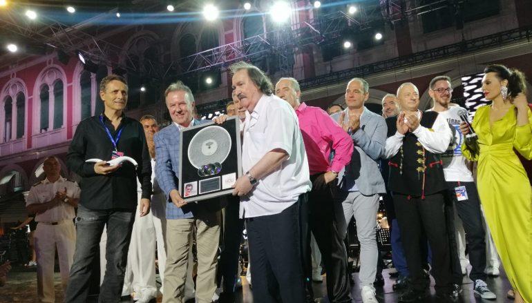 POVIJESNI USPJEH: Miši Kovaču multi-platinum award za najtiražnijeg izvođača svih vremena!