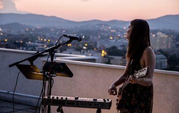 IZVJEŠĆE/FOTO: Sara Renar, rooftop sessions i prekrasan zalazak sunca iznad Zagreba!