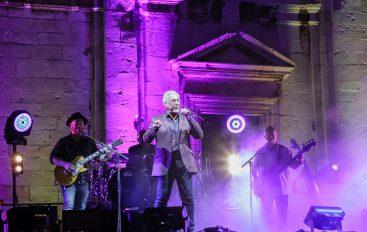 Tom Jones završio na vrhu UK charta i postao najstariji glazbenik koji je to uspio