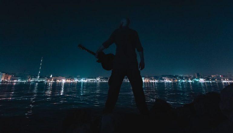 OVO MORATE POSLUŠATI! Dalmatinskom rockeru izmakla riba od 200 kila, a cijelu tragediju pretvorio u pjesmu i spot!