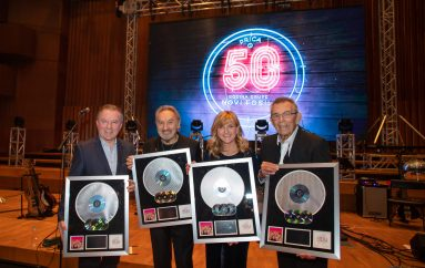 Novi fosili proslavili 50 godina i dobili Multi-platinum award