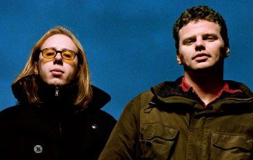 "Nakon nastupa u Zagrebu The Chemical Brothers reizdaju kultni album ""Surrender"""