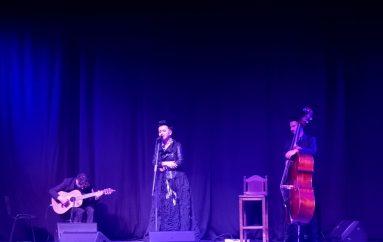 IZVJEŠĆE: Koncert Amire Medunjanin u Đakovu – Med(unjanin) i mlijeko