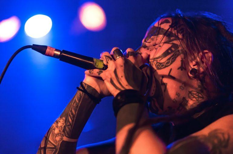 FOTOGALERIJA: Rijetko viđeni odnos s publikom na koncertu Dopethronea i Negative Sluga