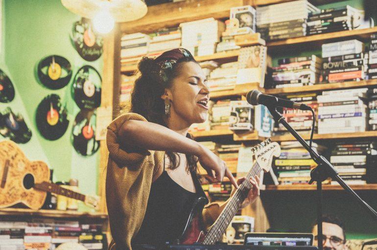 IZVJEŠĆE/FOTO: Aklea Neon rasplesala Rockmark na prvoj ovogodišnjoj Akustici