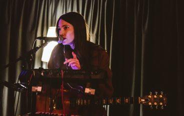 IZVJEŠĆE/FOTO: Sara Renar otvorila svoju koncertnu godinu i iznenadila s nekoliko novih pjesama