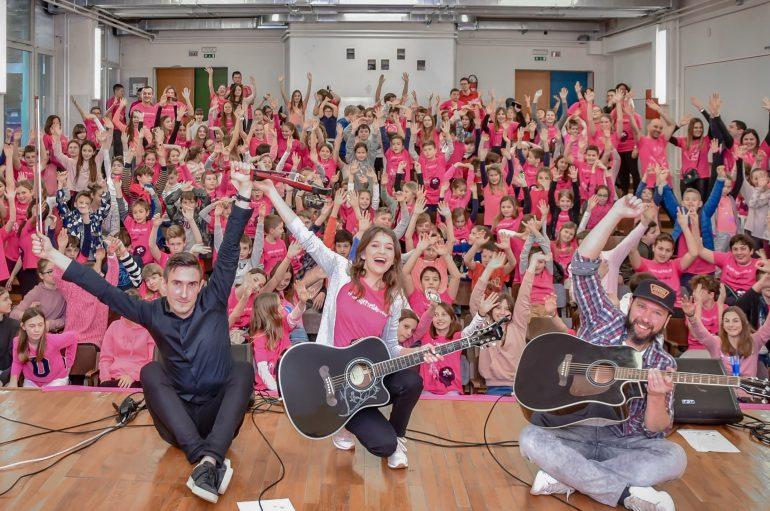 """Kim Verson unplugged koncertom u OŠ """"Pantovčak"""" podržala borbu protiv nasilja među mladima"""